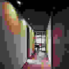伊藤瞬建築設計事務所 Ingresso, Corridoio & Scale in stile eclettico