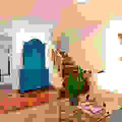 Коридор, прихожая и лестница в эклектичном стиле от Moradaverde Arquitetura Ltda. Эклектичный