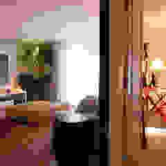 Projeto Residencial Jardim Europa/ São Paulo Salas multimídia minimalistas por Deborah Basso Arquitetura&Interiores Minimalista Madeira Efeito de madeira
