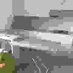 Cucina in openspace Arreda Progetta di Alice Bambini Cucina moderna Beige