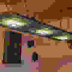 Stefan Necker Tegernseer Badmanufaktur & BadRaumKonzepte ห้องทานข้าวไฟห้องทานข้าว ไม้จริง Multicolored