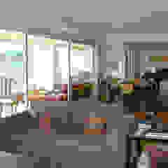 Modern living room by Luli Hamburger Arquitetura Modern