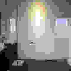 aaestudio Modern bathroom Ceramic White