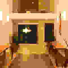 aaestudio Modern corridor, hallway & stairs Ceramic