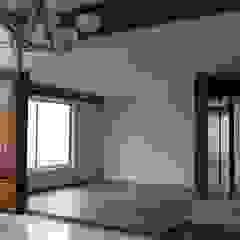 现代客厅設計點子、靈感 & 圖片 根據 Bisma Bienes Raices 現代風
