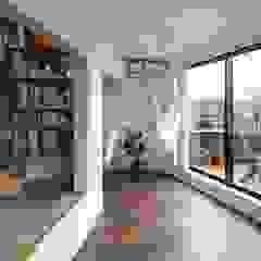 高津の家 モダンデザインの リビング の 向山建築設計事務所 モダン
