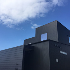 Casas estilo moderno: ideas, arquitectura e imágenes de スーパーモンキープロジェクト Moderno