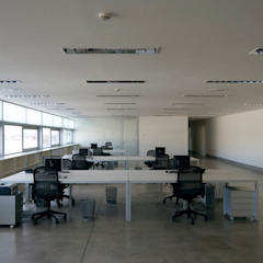 Tuc Tuc Company Headquarters. Office Ignacio Quemada Arquitectos Study/office White