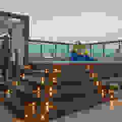 Tropical style balcony, porch & terrace by Michele Moncks Arquitetura Tropical