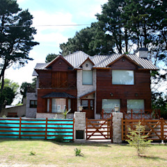 Rustikale Häuser von Susana De Angeli Rustikal Holz Holznachbildung