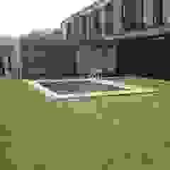 Moderne Pools von STAHLBETON DESIGN Modern
