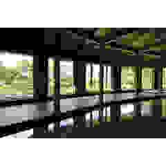 Salle multimédia rustique par 関建築設計室 / SEKI ARCHITECTURE & DESIGN ROOM Rustique