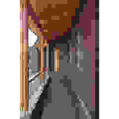 Couloir, entrée, escaliers rustiques par 関建築設計室 / SEKI ARCHITECTURE & DESIGN ROOM Rustique