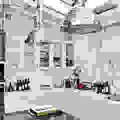Cocinas de estilo moderno de PIKSTUDIO Moderno