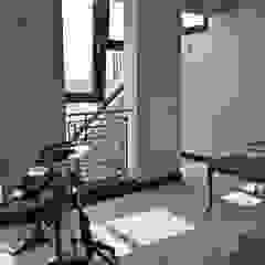 Oficinas y bibliotecas de estilo moderno de PIKSTUDIO Moderno