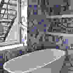 Baños de estilo moderno de PIKSTUDIO Moderno