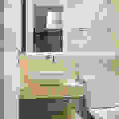 Ванная комната в стиле модерн от M2A - Arquitetura e Eventos Ltda Модерн