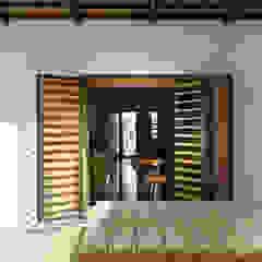 manrique planas arquitectes Patios & Decks