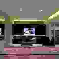 Apartamento Ânima Clube Salas multimídia minimalistas por ArchDuo Arquitetura Minimalista Madeira Efeito de madeira