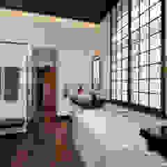 A Window to the Serenity 和風の お風呂 の Penguin Environmental Design L.L.C. 和風