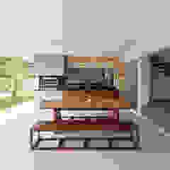 Hiên, sân thượng phong cách hiện đại bởi Conrado Ceravolo Arquitetos Hiện đại