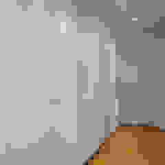 Minimalist dressing room by Vanessa Santos Silva | Arquiteta Minimalist
