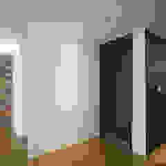 인더스트리얼 느낌의 30평 아파트 인테리어 인더스트리얼 복도, 현관 & 계단 by 홍예디자인 인더스트리얼