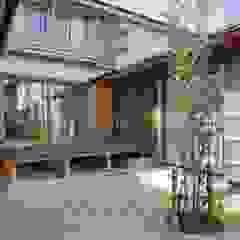 Classic style balcony, porch & terrace by shu建築設計事務所 Classic