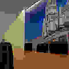 JOÃO SANTIAGO - SERVIÇOS DE ARQUITECTURA Modern Study Room and Home Office MDF Blue