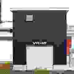 コートヤードとバイクガレージのある家 モダンな 家 の tai_tai STUDIO モダン