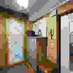 Couloir, entrée, escaliers rustiques par Порядок вещей - дизайн-бюро Rustique