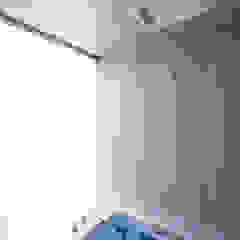 Salle de bain moderne par 株式会社廣田悟建築設計事務所 Moderne Bois Effet bois