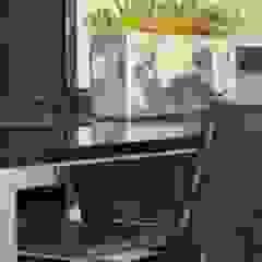 Moderne Esszimmer von Fernanda Moreira - DESIGN DE INTERIORES Modern Eisen/Stahl