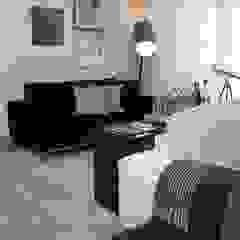 Moderne Wohnzimmer von Fernanda Moreira - DESIGN DE INTERIORES Modern Holz Holznachbildung