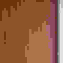 Pasillos, vestíbulos y escaleras modernos de KUUK Moderno Tablero DM