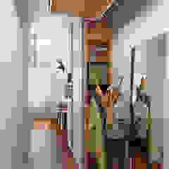 隨意取材風玄關、階梯與走廊 根據 Vashantsev Nik 隨意取材風