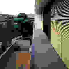 Balcon, Veranda & Terrasse modernes par 桐山和広建築設計事務所 Moderne