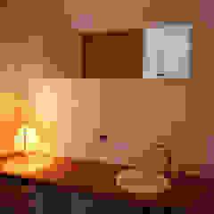 Salle de bain moderne par 桐山和広建築設計事務所 Moderne