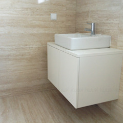Minimalist bathroom by KUUK Minimalist MDF