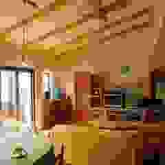Modern living room by 株式会社 atelier waon Modern