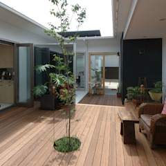 Scandinavische balkons, veranda's en terrassen van スタジオ・ベルナ Scandinavisch Hout Hout