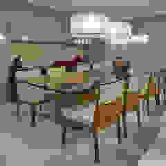 Modern dining room by Isabela Canaan Arquitetos e Associados Modern