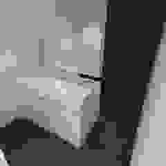 Lomas de La Alameda Baños de estilo minimalista de RRA Arquitectura Minimalista