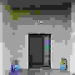 Puerta de acceso vivienda Sánchez-Matamoros | Arquitecto Casas de estilo moderno Cerámico Beige