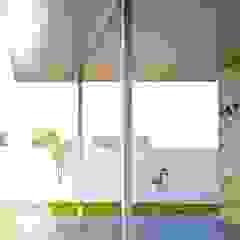 Porche trasero Sánchez-Matamoros | Arquitecto Balcones y terrazas de estilo moderno Hierro/Acero Metálico/Plateado