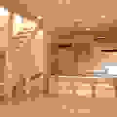 Modern dining room by 小形徹*小形祐美子 プラス プロスペクトコッテージ 一級建築士事務所 Modern