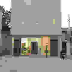 光安義光&アトリエMYST / MITSUYASU YOSHIMITSU & ATELIER MYST Eclectic style houses
