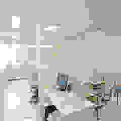 光安義光&アトリエMYST / MITSUYASU YOSHIMITSU & ATELIER MYST Eclectic style study/office