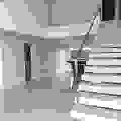 Casa J1 Corredores, halls e escadas minimalistas por Cipriani Arquitetura e Construção Minimalista