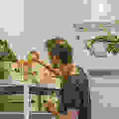 Design Studio Nu Gastronomia in stile industrial Legno massello Bianco
